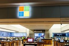 Indianapolis - Circa April 2018: Kleinhandels de Technologieopslag van Microsoft Microsoft ontwikkelt en vervaardigt Vensterssoft stock fotografie