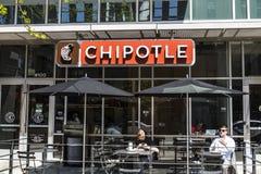 Indianapolis - circa aprile 2017: Ristorante messicano della griglia del Chipotle Il Chipotle è una catena dei fast food del burr Fotografia Stock Libera da Diritti