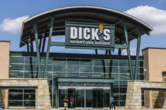 Indianapolis - Circa August 2017: Dick`s Sporting Goods Retail Location. Dick`s is an Authentic Sporting Goods Retailer VI. Dick`s Sporting Goods Retail Location Royalty Free Stock Photography
