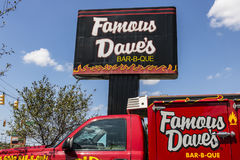 Indianapolis - Circa Augusti 2017: Berömt läge för restaurang för stång-b-Que för Dave ` s Berömda Daves listades på NASDAQ i 199 Fotografering för Bildbyråer