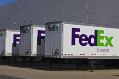 Indianapolis - Circa December 2015: Federal Express Trucks in Loading Docks Stock Images