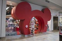 Indianapolis - circa febrero de 2016: Ubicación de la alameda de la venta al por menor de la tienda de Disney Imagenes de archivo