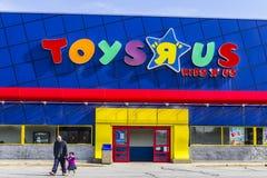 Indianapolis - Circa Februari 2017: ` för leksak` R oss återförsäljnings- läge för remsagalleria ` För leksak` R oss är en barn`  Royaltyfria Foton