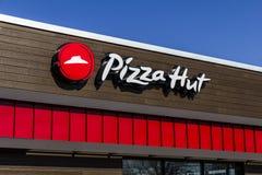 Indianapolis - Circa Februari 2017: Het Snelle Toevallige Restaurant van Pizza Hut Pizza Hut is een dochteronderneming van YUM! M Stock Afbeelding