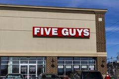 Indianapolis - Circa Februari 2017: Restaurang för fem grabbar Fem grabbar är en snabb tillfällig restaurangkedja i USA och den K Arkivfoto