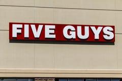 Indianapolis - Circa Februari 2017: Restaurang för fem grabbar Fem grabbar är en snabb tillfällig restaurangkedja i USA och Kanad Arkivfoton