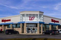 Indianapolis - Circa Februari 2017: Walgreens detaljhandelläge Walgreens är ett amerikanskt farmaceutiskt företag IX arkivbild