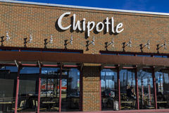 Indianapolis - Circa February 2017: Chipotle Mexican Grill Restaurant. Chipotle is a Chain of Burrito Fast-Food Restaurants X Royalty Free Stock Photos