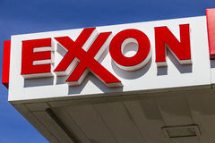 Indianapolis - Circa February 2017: Exxon Retail Gas Location. ExxonMobil is the World`s Largest Oil and Gas Company V Royalty Free Stock Photos