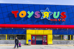 Indianapolis - Circa February 2017: Toys `R` Us Retail Strip Mall Location. Toys `R` Us is a Children`s Toy Retailer I Royalty Free Stock Photos