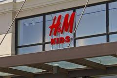 Indianapolis - circa giugno 2016: Posizione di H&M Kids Retail Mall H&M è una società internazionale dell'abbigliamento I Fotografie Stock Libere da Diritti