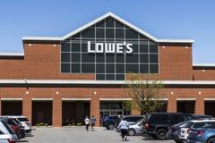 Indianapolis - circa im April 2017: Lowe-` s Heimwerken-Lager Lowe-` s lässt Kleinheimwerkenspeicher V laufen Stockfotografie
