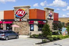 Indianapolis - circa im August 2016: Molkereikönigin-Einzelhandels-Schnellimbiss-Standort DQ ist eine Tochtergesellschaft von Ber Lizenzfreie Stockbilder