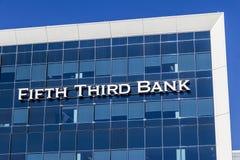 Indianapolis - circa im Februar 2017: Fünfte dritte Verbraucher-Bankfiliale Fünftes drittes ist eine Regionalbankwesengesellschaf Lizenzfreies Stockbild