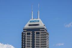 Indianapolis - circa im Juni 2017: Vor kurzem umbenannter Salesforce-Turm Salesforce COM ist eine Datenverarbeitungsfirma der Wol Lizenzfreies Stockfoto