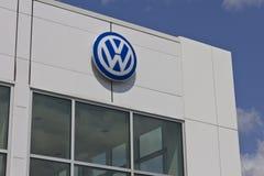 Indianapolis - circa im Mai 2016: Volkswagen-Autos und SUV-Verkaufsstelle I Lizenzfreies Stockfoto