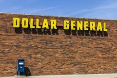 Indianapolis - circa im September 2017: Dollar-allgemeiner Kleinstandort Dollar-General ist ein Klein-Kasten-Rabatt-Einzelhändler Lizenzfreies Stockbild