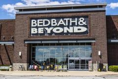 Indianapolis - Circa Juli 2017: Bedbad & voorbij Kleinhandelsplaats V stock afbeelding
