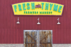 Indianapolis - Circa Juli 2016: Ny timjanbondemarknad Ny timjan erbjuder ny och sund mat II Royaltyfri Fotografi