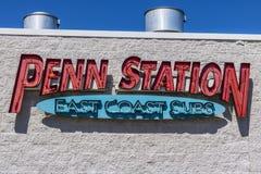 Indianapolis - Circa Juli 2017: Penn Station Fast Food Sub smörgåsrestaurang Penn Station har över 300 lägen III Arkivbild