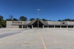 Indianapolis - Circa Juli 2017: Shuttered onlangs de Opslag van Marsh Supermarket en van de Kruidenierswinkel In Mei 2017, Moeras Stock Foto