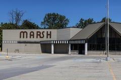 Indianapolis - Circa Juli 2017: Shuttered onlangs de Opslag van Marsh Supermarket en van de Kruidenierswinkel In Mei 2017, Moeras Stock Afbeelding