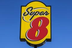 Indianapolis - Circa Juli 2017: Super Motel 8 Super 8 zijn een Dochteronderneming van Wyndham Worldwide II stock foto