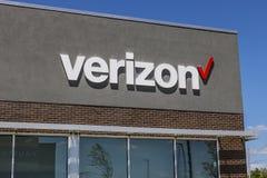 Indianapolis - circa julio de 2017: Ubicación de la venta al por menor de Verizon Wireless Verizon es el U más grande S proveedor Foto de archivo libre de regalías