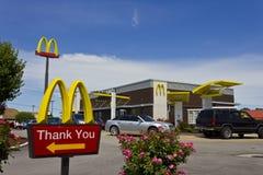 Indianapolis - circa julio de 2016: Ubicación del restaurante de McDonald's McDonald's es una cadena de los restaurantes de la ha Foto de archivo