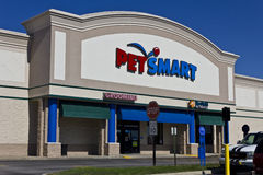 Free Indianapolis - Circa June 2016: Exterior Of PetSmart Retail Location. PetSmart Sells Pet Supplies And Services I Royalty Free Stock Photo - 73607815