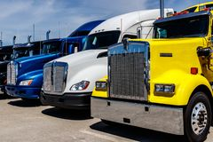 Free Indianapolis - Circa June 2018: Colorful Semi Tractor Trailer Trucks Lined Up For Sale I Stock Images - 119046334