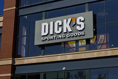 Indianapolis - Circa June 2016: Dick's Sporting Goods Retail Location I Stock Photo