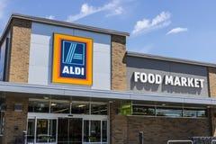 Indianapolis - Circa Juni 2017: De Supermarkt van de Aldikorting Aldi verkoopt een waaier van kruidenierswinkelpunten aan korting royalty-vrije stock afbeelding