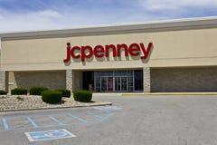 Indianapolis - Circa Juni 2016: JC Penney Retail Mall Location JCP är droppen för en dräkt och för hem- inredning återförsäljare Arkivfoto