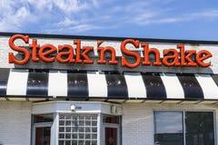 Indianapolis - Circa Juni 2017: Kleinhandels Snelle Toevallige het Restaurantketting van de lapje vlees` n Schok De lapje vlees`  royalty-vrije stock foto's