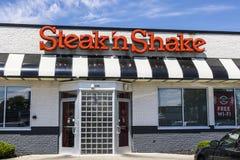 Indianapolis - Circa Juni 2017: Kleinhandels Snelle Toevallige het Restaurantketting van de lapje vlees` n Schok De lapje vlees`  royalty-vrije stock foto