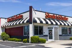 Indianapolis - Circa Juni 2017: Kleinhandels Snelle Toevallige het Restaurantketting van de lapje vlees` n Schok De lapje vlees`  stock afbeeldingen