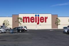 Indianapolis - Circa Juni 2017: Meijer detaljhandelläge Meijer är en stor supercentertypåterförsäljare med över 200 lägen II Fotografering för Bildbyråer