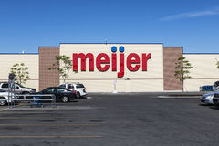 Indianapolis - Circa Juni 2017: Meijer Kleinhandelsplaats Meijer is een groot supercentertype detailhandelaar met meer dan 200 pl Stock Afbeelding