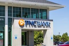 Indianapolis - Circa Juni 2017: PNC-Banktak Van de Dienstenaanbiedingen van PNC Financieel Kleinhandels, Collectief en de Hypothe stock foto