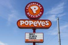Indianapolis - Circa Juni 2017: Van het de Keuken Snelle Voedsel van Popeyeslouisiane Restaurant V Stock Afbeelding
