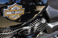 Indianapolis - Circa Maart 2017: Embleem en Motor van Harley Davidson I Stock Fotografie