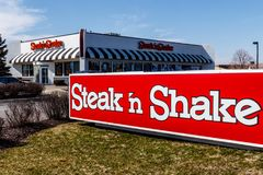 Indianapolis - Circa Maart 2018: Kleinhandels Snelle Toevallige het Restaurantketting van de lapje vlees` n Schok De lapje vlees` stock foto