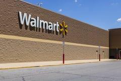 Indianapolis - circa maggio 2017: Posizione di vendita al dettaglio di Walmart Walmart è un Multinational Retail Corporation amer Fotografia Stock Libera da Diritti