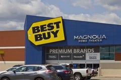 Indianapolis - Circa Maj 2016: Best Buy detaljhandelläge II arkivfoto