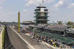 Indianapolis - Circa Maj 2017: Den Panasonic pagoden på Indianapolis Motor Speedway IMS förbereder sig för av den Indy 500 droppe Royaltyfri Fotografi