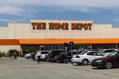 Indianapolis - Circa Maj 2017: Home Depot läge Home Depot är den största hemförbättringåterförsäljaren i USA V Royaltyfria Bilder