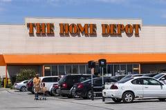 Indianapolis - Circa Maj 2017: Home Depot läge Home Depot är den största hemförbättringåterförsäljaren i USA VI Royaltyfri Bild