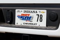 Indianapolis - Circa Maj 2018: Special registreringsskylt som firar minnet av Indyen 500 på Indianapolis Motor Speedway X Arkivbild