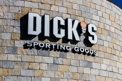 Indianapolis - Circa March 2018: Dick`s Sporting Goods Retail Location. Dick`s Banned the Sale of Guns to People Under 21 I. Dick`s Sporting Goods Retail Stock Photos